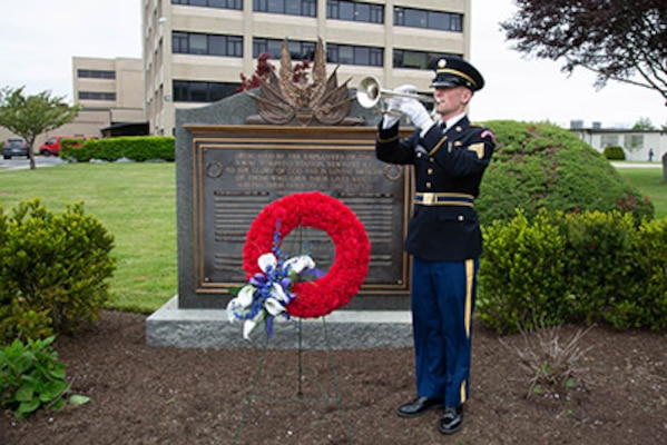Rear Adm. David Goggins helps NUWC Division Newport pay tribute to those who have made the ultimate sacrifice