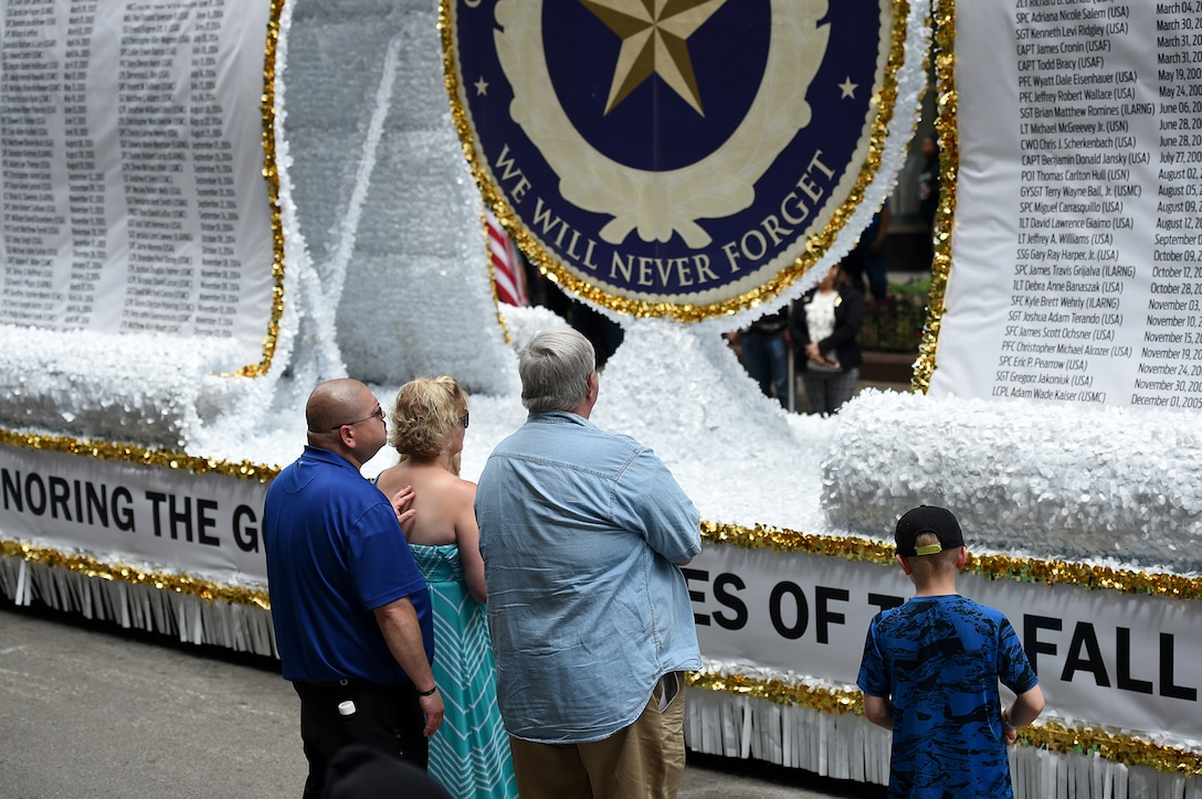 A Gold Star Family takes a moment in front of the Gold Star Family float following the City of Chicago Memorial Day parade, Mar. 25, 2019.