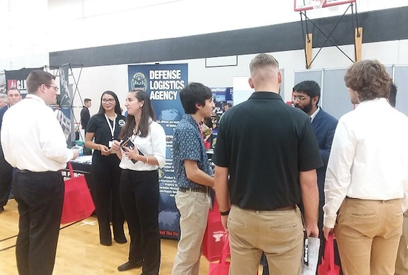 Oct. 3, four DLA associates spoke with students at 2019 Youngstown State University Fall Expo to recruit for DLA.