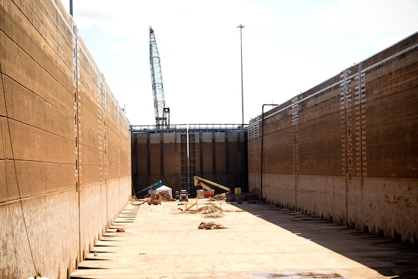 Vicksburg District completes dewatering of John H. Overton Lock Dam