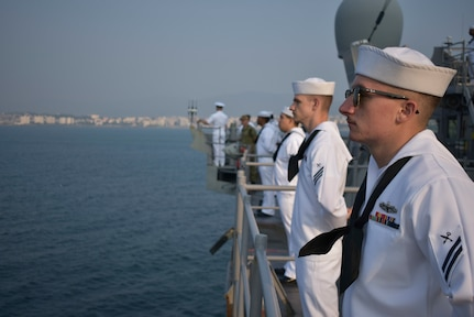 USS Germantown (LSD 42) man the rails as the ship pulls into Visakhapatnam, India as part of Tiger TRIUMPH