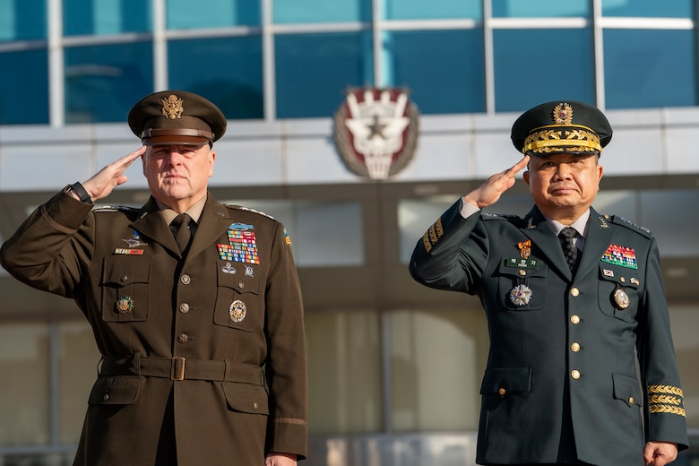 Army Gen. Mark A. Milley, chairman of the Joint Chiefs of Staff, and Chairman of the Republic of Korea Joint Chiefs of Staff Gen. Hanki Park participate in a full honors welcome ceremony during the 44th Republic of Korea and U.S. Military Committee Meeting at the Ministry of National Defense in Seoul, Republic of Korea, Nov. 14, 2019.