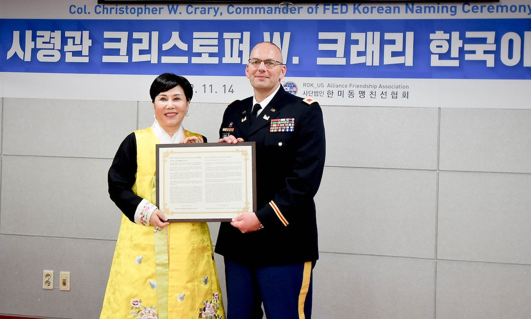 Col. Crary receives Korean name at friendship ceremony