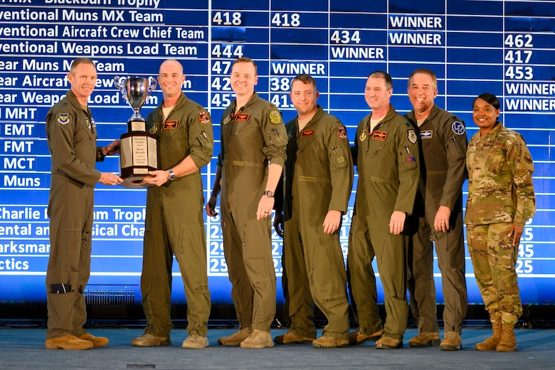 343rd Bomb Squadron posing with Mitchell Award.