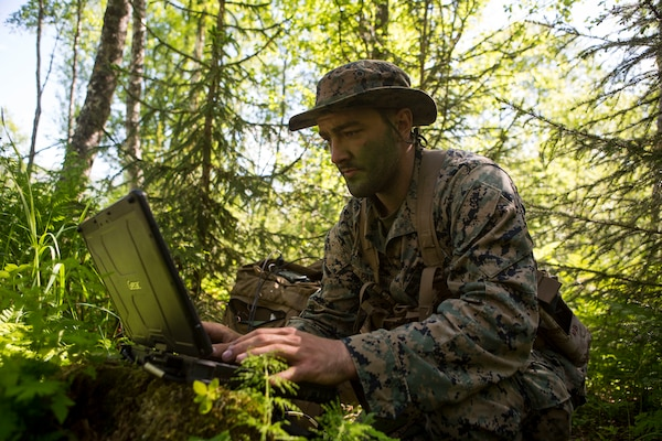 Marine with electronic warfare liaison element, Marine Rotational Force–Europe 19.2, Marine Forces Europe and Africa, prepares for tactical extract during exercise Valhalla in Setermoen, Norway, June 17, 2019 (U.S. Marine Corps/Larisa Chavez)