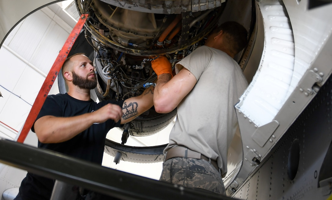Airmen working on Aircraft.