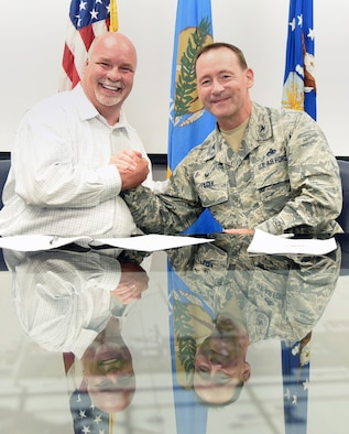 An image of Carl Dahms and 72 ABW Commander Col. Paul Filcek after signing an OSHA VPP agreement