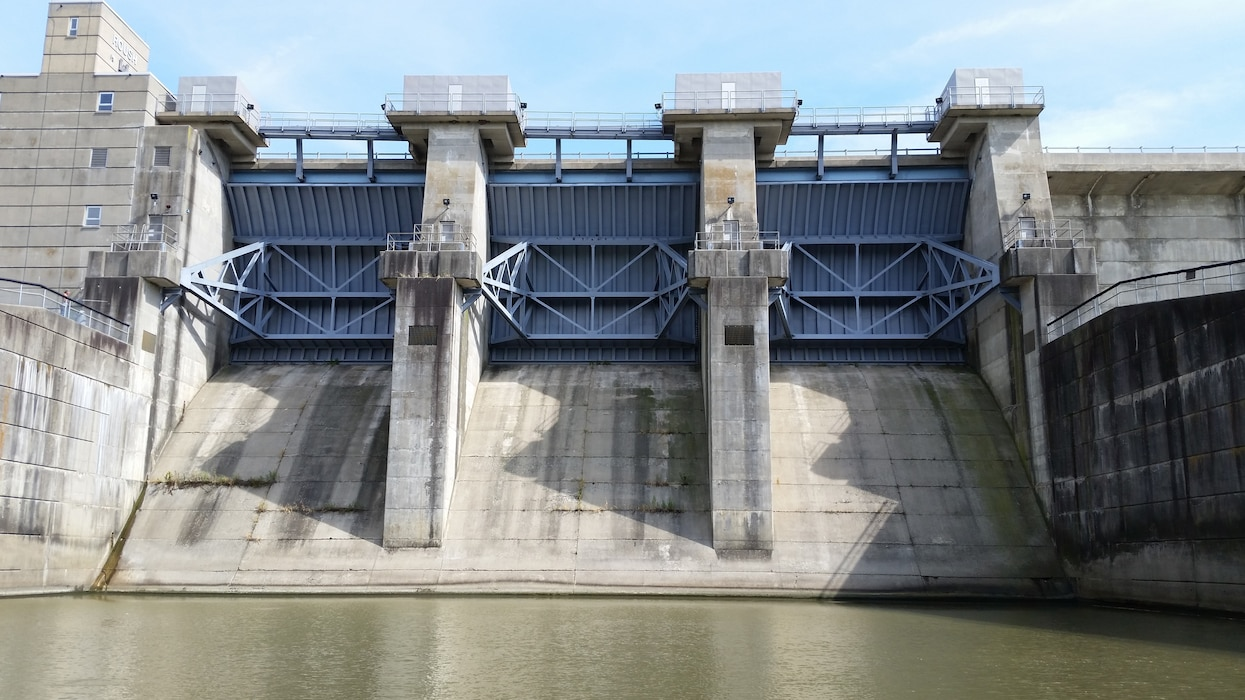 J. Edward Roush Lake dam at no-flow state