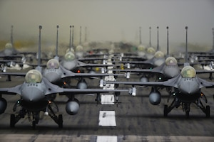 F-16 Fighting Falcons line up in formation