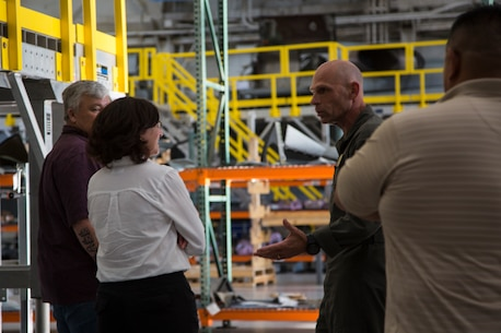 Asst. Secretary of Defense (Readiness) Daigle visits I MEF Units