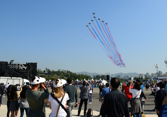 The Republic of Korea air force Aerobatic Team, Black Eagles, perform during the Seoul International Aerospace and Defense Exhibition (ADEX) 2017 at Seoul Air Base, Republic of Korea, Oct. 21, 2017. The Seoul ADEX is the largest, most comprehensive event of its kind in Northeast Asia, attracting aviation and aerospace professionals, key defense personnel, aviation enthusiasts and the general public alike. (U.S. Air Force photo by Staff Sgt. Alex Fox Echols III)