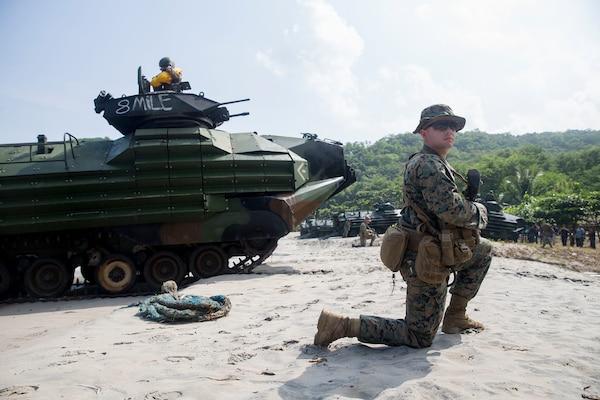 Japanese Service Members, Philippine and U.S. Marines Conduct Amphibious Landing