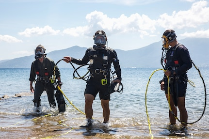 U.S. Navy divers train with Honduran divers