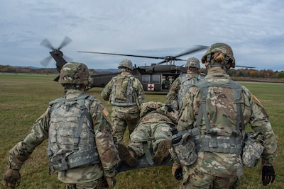 Medics train for lifesaving with Army Guard medevac aircrews