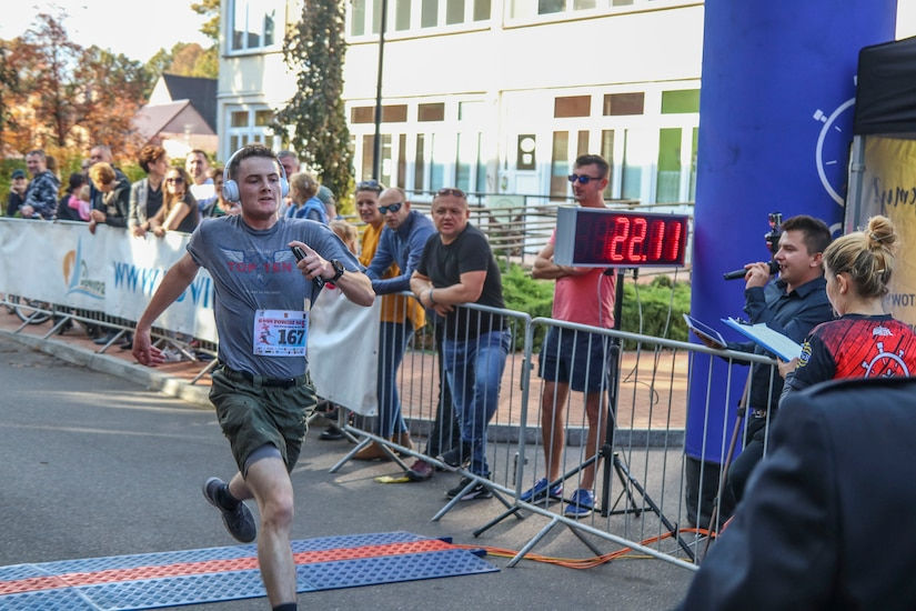 Army Reserve Soldiers 'run for Julia'