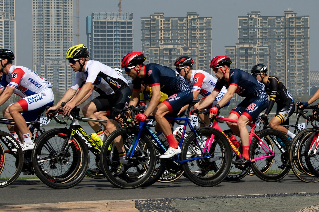 Closely packed bicyclists compete in an 80-mile race.