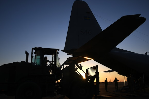 U.S. Air Force aerial porters from the 621st Contingency Response Group offload cargo from a C-130 aircraft during exercise Green Flag Little Rock, Oct. 23, 2019, Alexandria International Airport, Louisiana. During the exercise the team loaded and downloaded tactical vehicles, airdrop bundles, along with a variety of other pallets to support the Army. (U.S. Air Force photo by Tech. Sgt. Liliana Moreno)