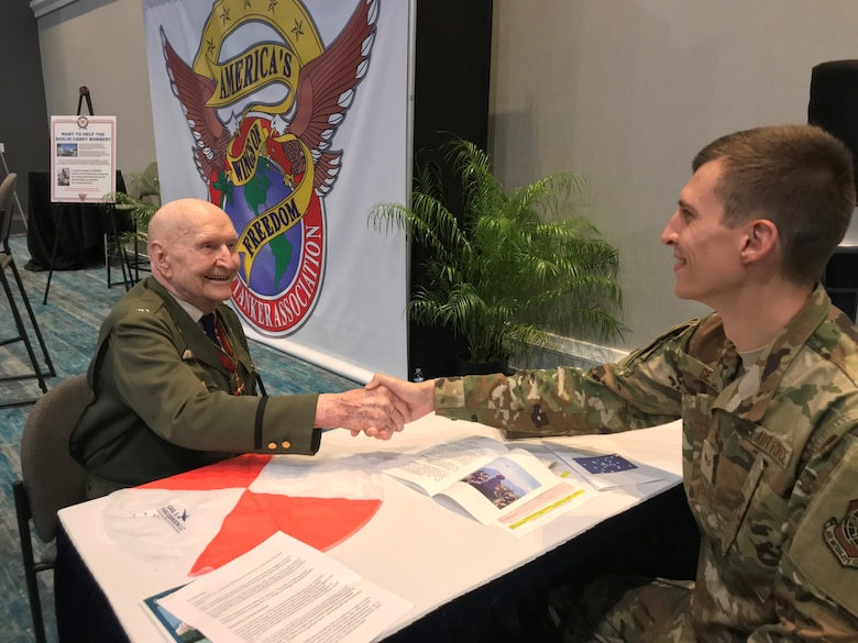 Candy Bomber at 2019 Airlift/Tanker Association conference
