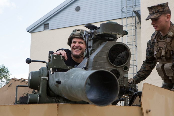 A U.S. Marine with Marine Rotational Force- Europe 19.2, Marine Forces Europe and Africa, shows comedian Johnny Cardinale, an M41A4 Saber missile launcher during an Armed Forces Entertainment World Wide Comedy tour visit in Setermoen, Norway, Aug. 23, 2019