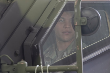 Army Reserve Soldiers conduct new JLTV training