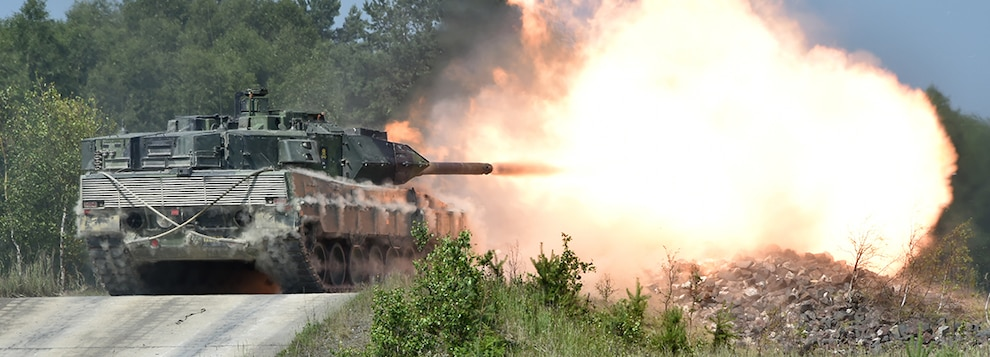 Swedish soldiers with the Wartofta Tank Company, Skaraborg Regiment in a Stridsvagn 122 main battle tank conduct the defensive operations lane during the Strong Europe Tank Challenge, June 7, 2018.