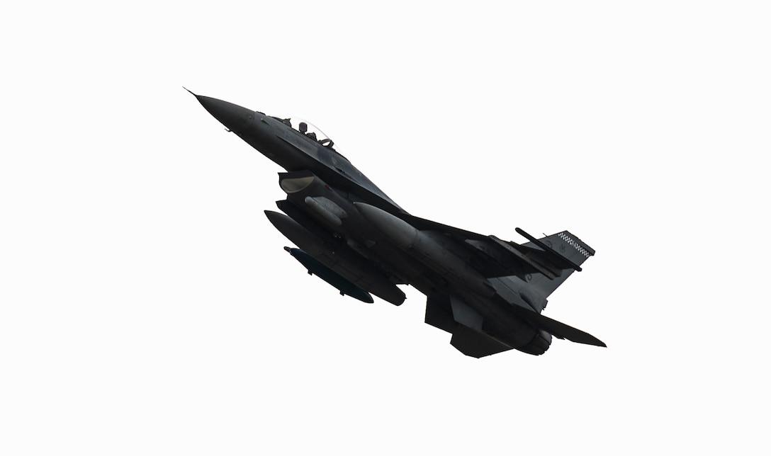 A U.S. Air Force F-16 Viper evacuates before Hurricane Dorian's arrival at Shaw Air Force Base, South Carolina, Sept. 4, 2019.