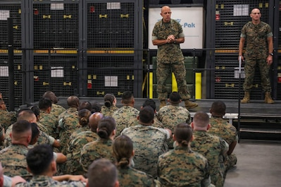 Commandant and Sergeant Major of the Marine Corps visit Marine Forces Reserve