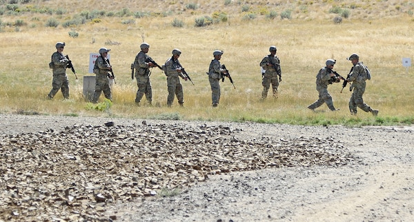 Soldiers from the 33rd Infantry Brigade Combat Team, Illinois Army National Guard, practice ready-up drills at a range during Rising Thunder 19 at Yakima Training Center in Yakima, Washington, Sept. 1, 2019.