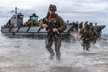 U.S. Marines conduct a simulated amphibious assault of exercise Talisman Sabre 19 in Bowen, Australia, July 22, 2019. Talisman Sabre provides an opportunity to conduct operations in a combined, joint and interagency environment that will increase participating countries' abilities to plan and execute contingency responses, from combat missions to humanitarian assistance efforts. (U.S. Marine Corps photo by Lance Cpl. Tanner D. Lambert)