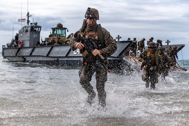 U.S. Marines complete simulated combined amphibious assault ...