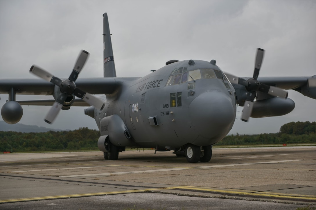 A C-130H Hercules aircraft from the 179th Airlift Wing, Ohio Air National Guard, taxis down the flightline at Tuzla International Airport, Bosnia-Herzegovina.