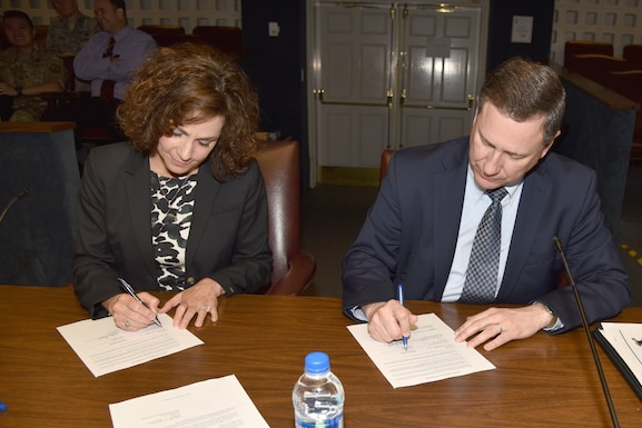 C-17 SPO, Boeing sign MOU for sustainment of C-17 fleet