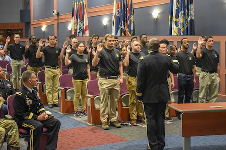 """Lt. Gen. Bruce T. Crawford, Army chief information officer and G-6, administers the Oath of Enlistment to 30 young men and women from the Baltimore and Richmond areas during a """"Why We Serve"""" ceremony, on Fort Belvoir, Va., Sept. 5, 2019."""