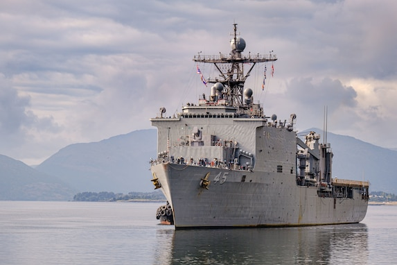 USS Comstock Arrives in Kodiak, Alaska