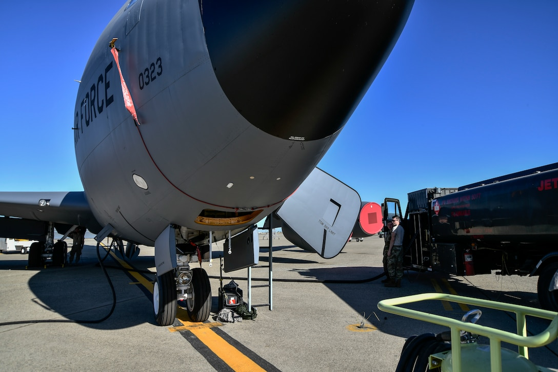 Airmen from the 9th Logistics Readiness Squadron Petroleum, Oil and Lubricants flight and 940th Aircraft Maintenance Squadron work together during a refueling exercise September 6, 2019 at Beale Air Force Base, California. (U.S. Air Force photo by Tech. Sgt. Alexandre Montes)