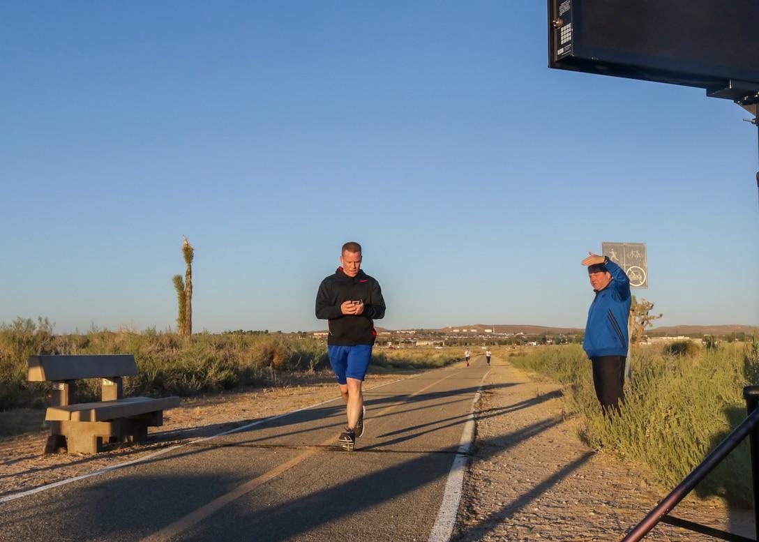 Team Edwards members run the Air Force Birthday 5k Run at Edwards Air Force Base, California, Sept. 18. (U.S. Air Force photo by Giancarlo Casem)