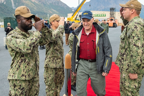 Spencer, Secretary of the Navy, Visits Sailors, Marines in Arctic Exercise
