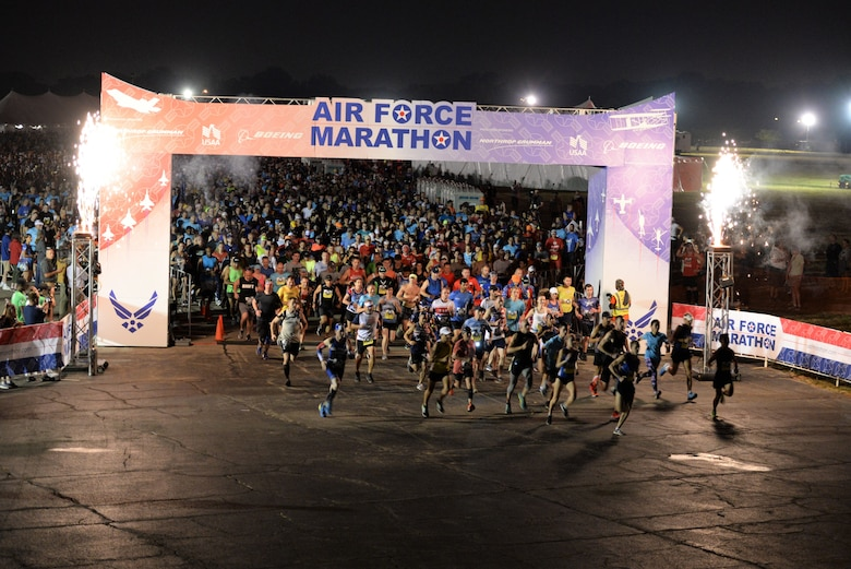 2019 Air Force Marathon 10k race starts. (U.S. Air Force photo/Wesley Farnsworth)