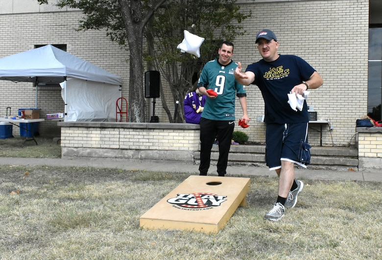 Resilience expo scores a touchdown with Soldiers, families