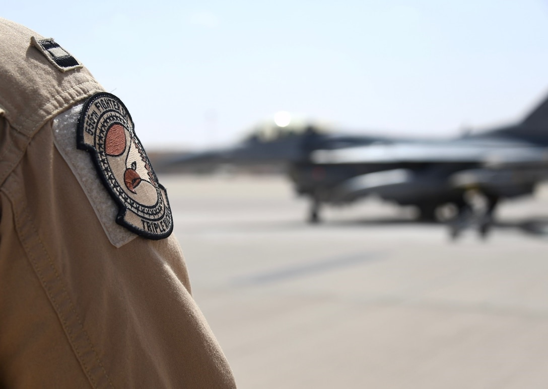 555EFS commander hits 3,000 flying hour milestone