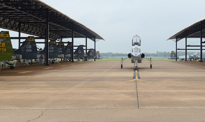 A T-38 Talon taxis toward a hangar April 8, 2020, at Columbus Air Force Base, Miss. The Air Education and Training Command is the primary user of the T-38 for joint specialized undergraduate pilot training. Pilot training has been deemed essential operations and continues amid the COVID-19 pandemic. (U.S. Air Force photo by Airman 1st Class Davis Donaldson)