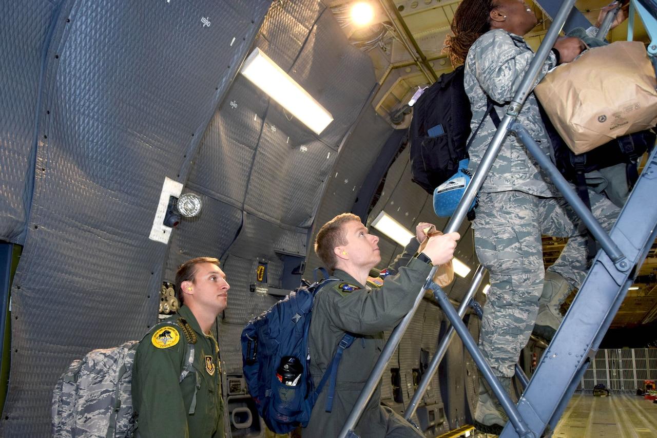 Airmen board a plane.