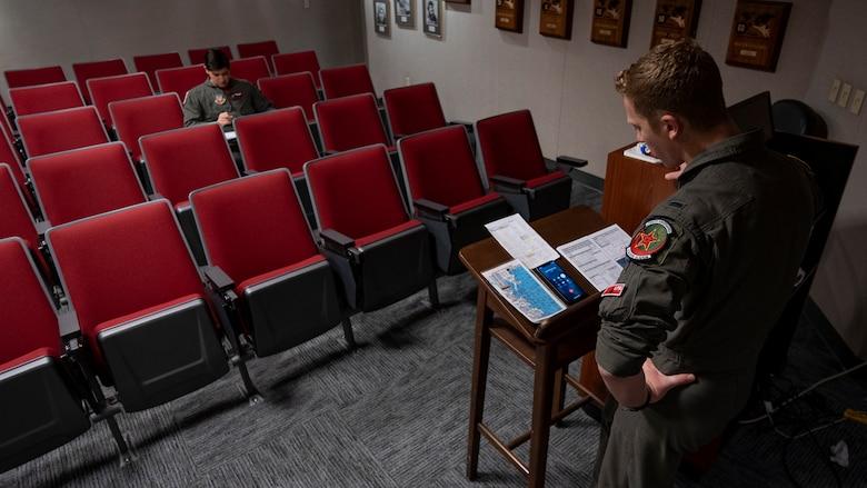 Pilot briefing