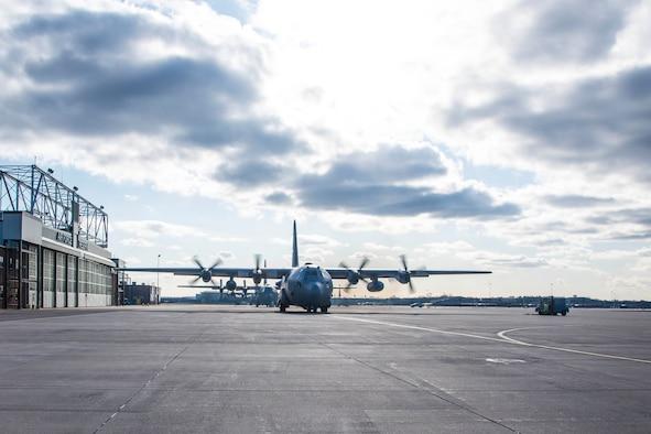 934th Aeromedical Evacuation Squadron Airmen Deploy