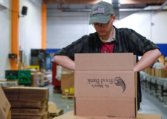 Airmen volunteer to pack food boxes at food bank