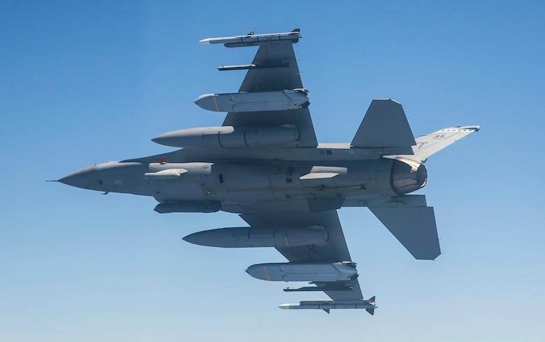 F-16 flies with two JASSM