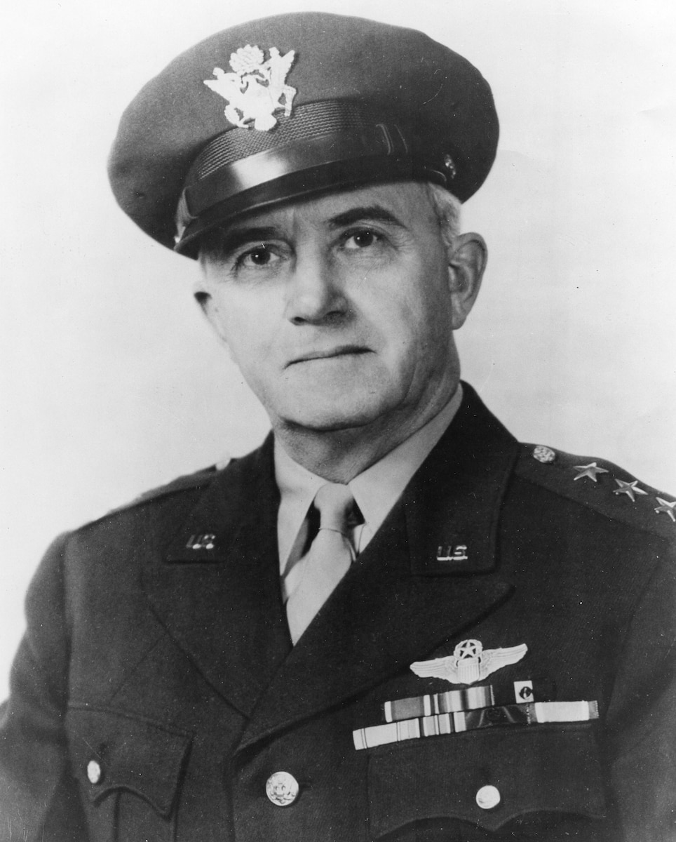 This is the official portrait of Lt. Gen. Barton K. Yount.