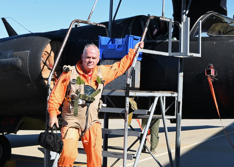 Retired Lt. Col. Jonathan Huggins, 1st Reconnaissance Squadron U-2 flight instructor pilot, steps out of a U-2 after a solo flight July 31, 2020 at Beale Air Force Base, California. Huggins last flew a U-2 solo over five and a half years ago. (U.S. Air Force photo by Airman 1st Class Luis A. Ruiz-Vazquez)