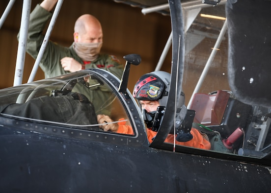 Retired Lt. Col Jonathan Huggins, 1st Reconnaissance Squadron U-2 instructor pilot, prepares to taxi a U-2 Dragon Lady before takeoff July 31, 2020 at Beale Air Force Base, California. The U-2 Dragon Lady is widely accepted as the most difficult aircraft in the world to fly with only about 16 new pilots coming into the  U-2 program each year. (U.S. Air Force photo by Airman 1st Class Luis A. Ruiz-Vazquez)