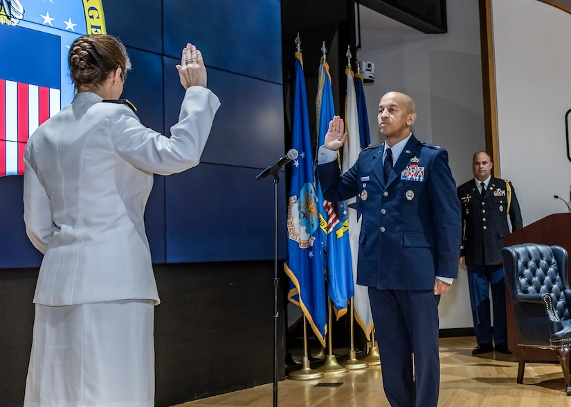 Rear Adm. Fabry administers oath to Col. Payne